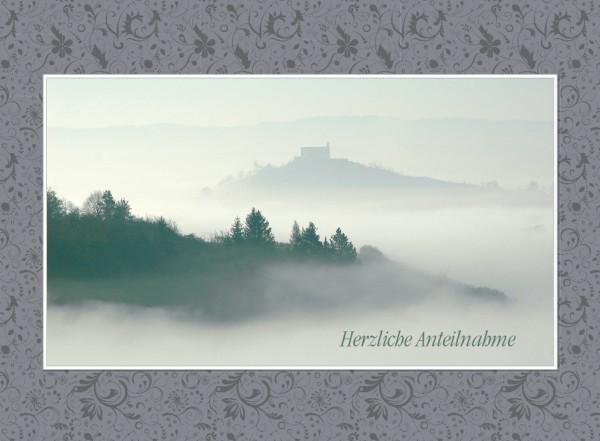 Herzliche Anteilnahme – Wurmlinger Kapelle an einem dunstigen Morgen.